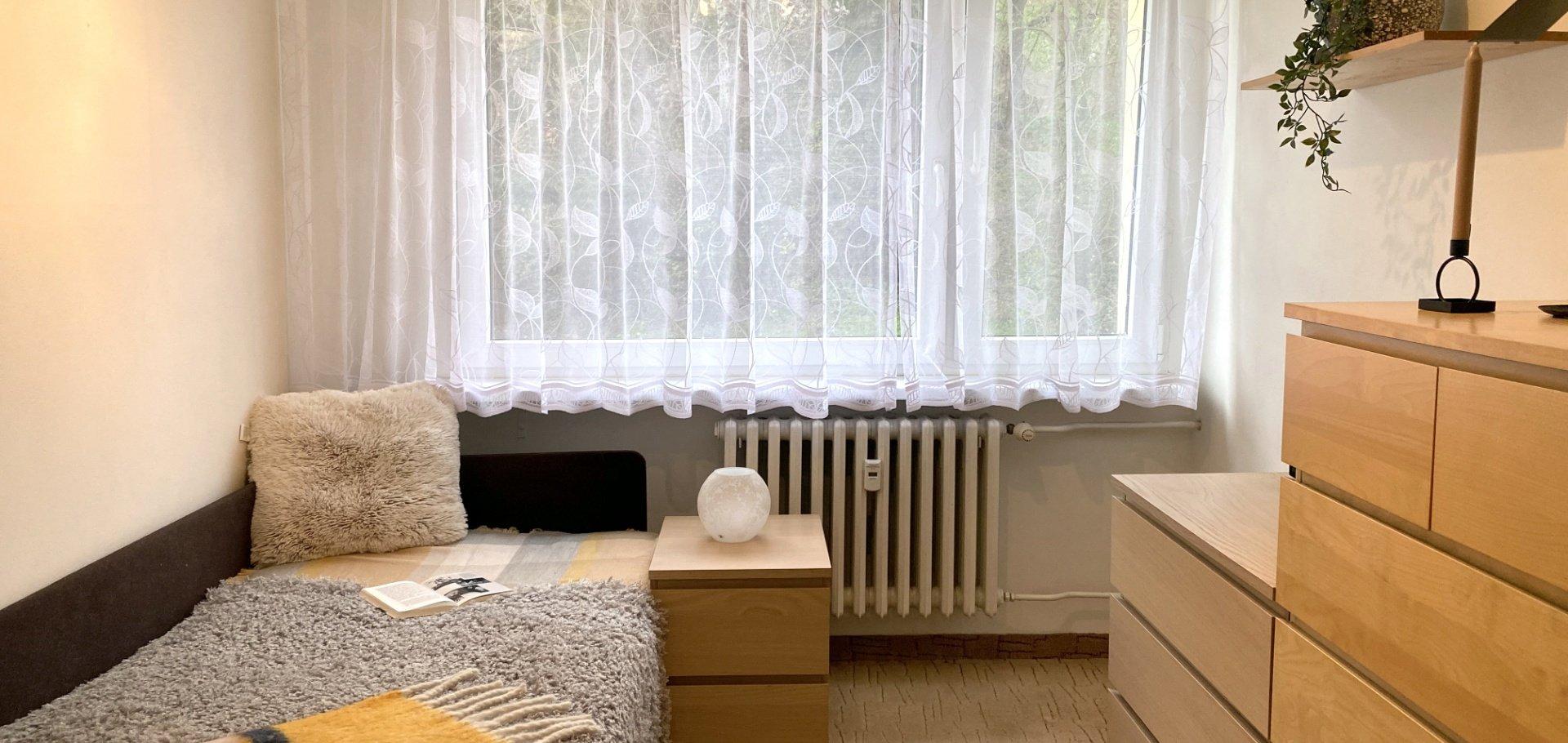 Zrekonstruovaný byt 3+1 se zasklenou lodžií, sklepem a komorou