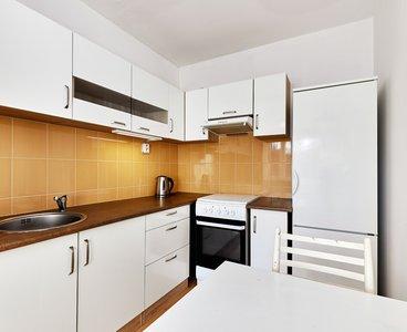 Pronájem světlého bytu 2+kk, 33m2, Praha - U Pergamenky