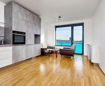 Pronájem moderního bytu 2+kk s lodžií, 56m2, Argentinská - Holešovice