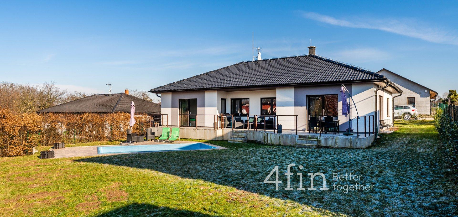 Prodej moderního rodinného domu 5+kk s bazénem - 156 m2 - Zápy