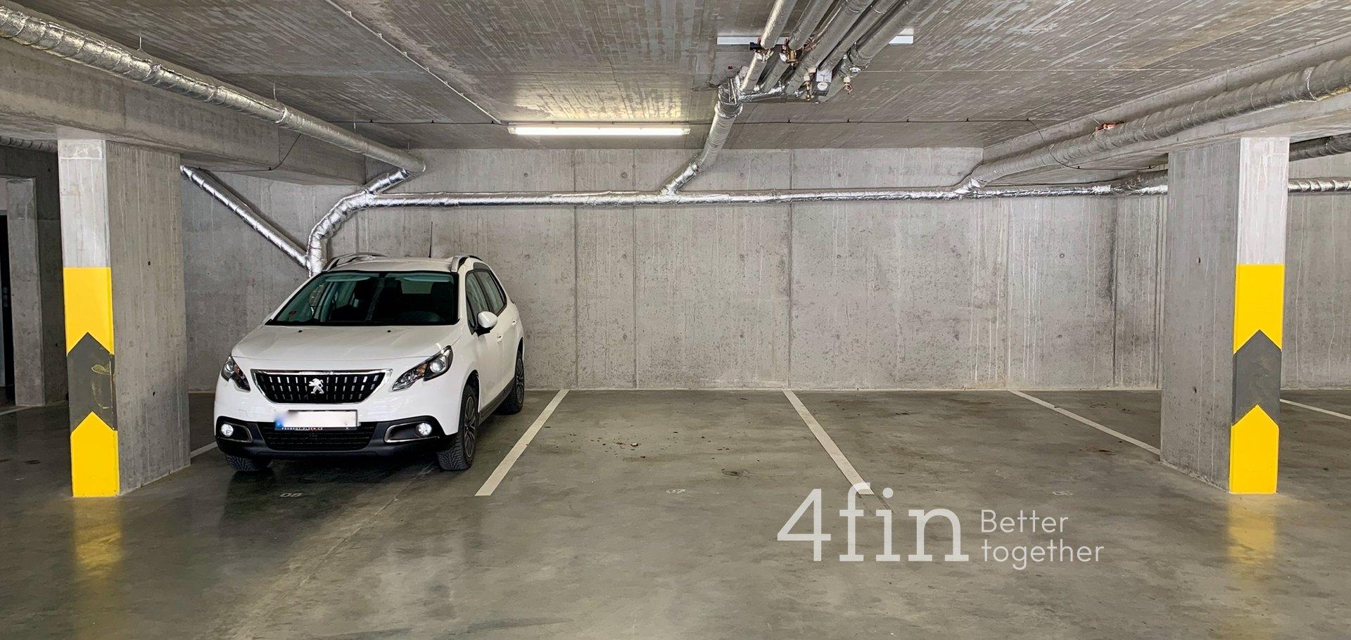 Pronájem garážového stání, 18m² - Plzeň - Černice
