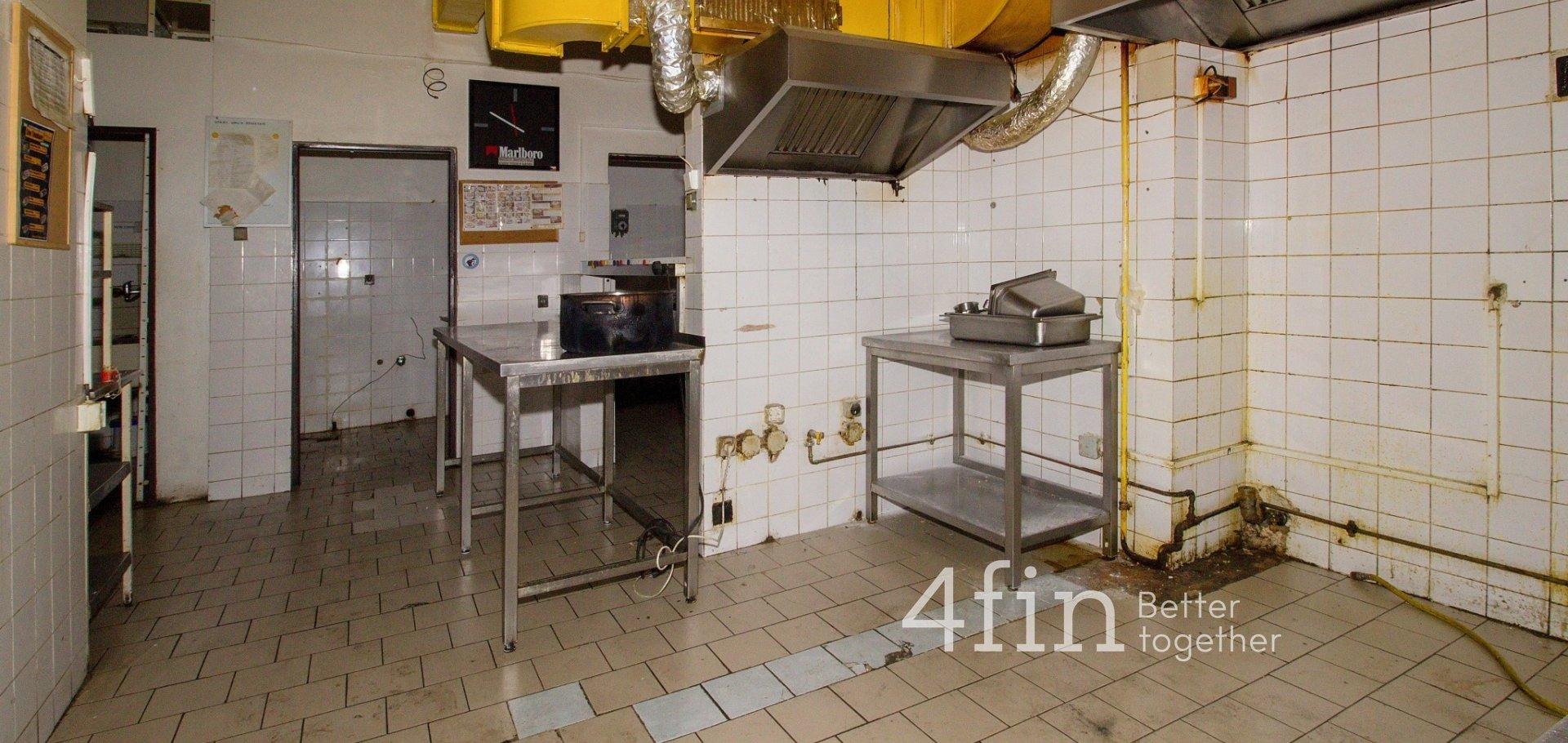 Pronájem restaurace se zahrádkou, 670m²