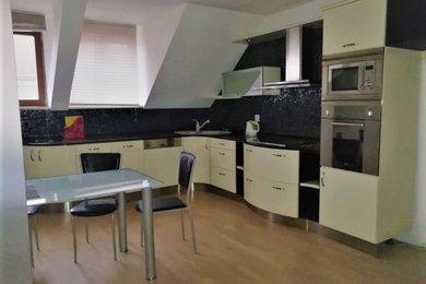 Pronájem mezonetového bytu 152 m2,dispozičně 5+kk s garáží a parkovacím místem, Bělohorská ulice, Plzeň - Severní Předměstí, Ev.č.: 00187