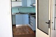 9-pohled z pokoje do kuchyně