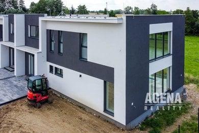 Prodej rodinného domu 5+, užitná plocha 232 m2, pozemek 453 m2, Vestec u Prahy, Ev.č.: 21021