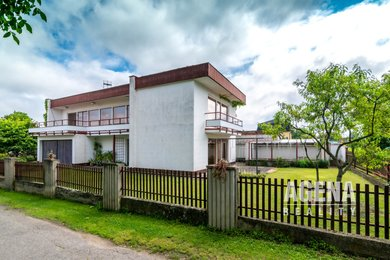 Rodinný dům - plocha 228 m2, pozemek 402 m2, 2 NP - Točná, Praha 12, Ev.č.: 21025