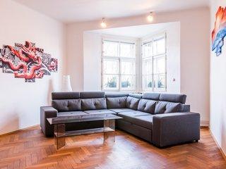 Prodej bytu 4+1 ve stylovém domě na Smíchově - Praha 5