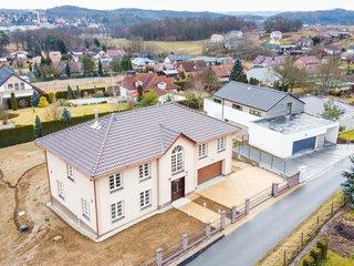 Rodinná vila v Petříkově u Velkých Popovic