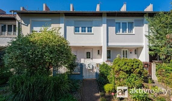 Pronájem rodinného domu 4+kk 138 m2  se zahradou 50 m2