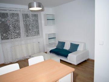 Pronájem hezkého, zařízeného bytu 2+kk, 38m² , Praha 10 - Vršovice; kryté garážové stání