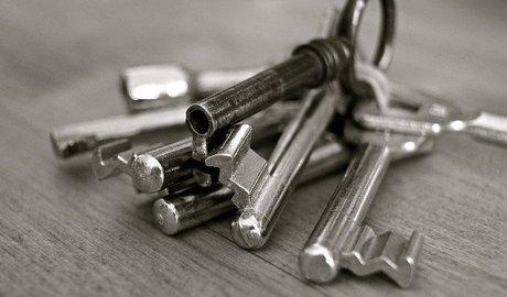 Prodávat nebo kupovat nemovitost sám, či s realitkou?