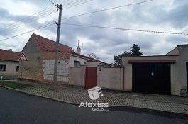Prodej staršího RD, 2+1, půda, garáž, dílna, zahrádka, pozemek 377 m2 - Veleň, Praha - východ