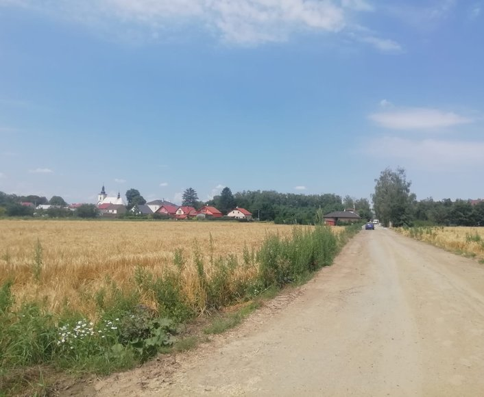 Prodej krásného stavebního pozemku v klidné části obce Bystročice