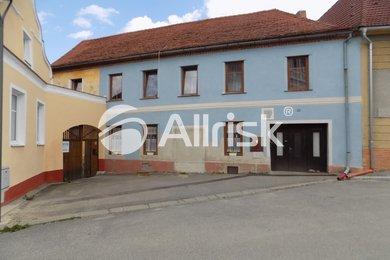Prodej rodinného domu  496 m2 a stavebního pozemku  813 m2, Lhenice o.Prachatice., Ev.č.: CK610107