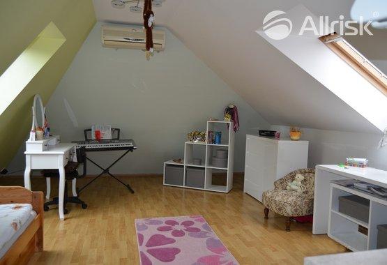 1.Obývací pokoj s kuchyňským koutem.