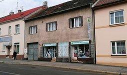 Prodej RD se 4 byty a  komerčními  prostory, ul.Klapkova, Praha 8 - Kobylisy