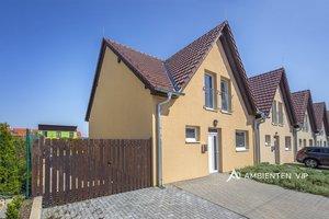 Prodej rodinného domu, 4+kk, 2x koupelna, dlážděná terasa, zahrada 270 m2, Syrovice, Ev.č.: 29651