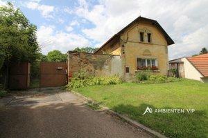 Prodej bytové jednotky a hospodářského stavení 420 m2, včetně stavebních pozemků 2582 m2, ostatní pozemky 2035 m2, Praha – Královice, Ev.č.: 29730