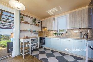 Prodej krásného rodinného domu 4+kk, užitná plocha 125 m², pozemek s útulnou zahradou 469 m², parkování na vlastním pozemku pro dva vozy, obec Babice nad Svitavou, Ev.č.: 29736
