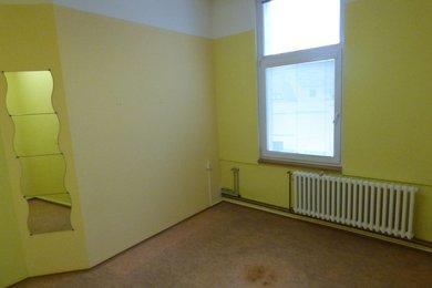 Pronájem komerčních prostor, 16 m2, Třebíč, Komenské náměstí, Ev.č.: 00810