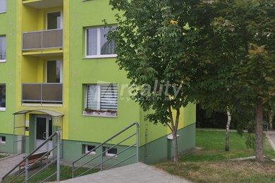 Prodej bytu 2+1 se zasklenou lodžií, Třebíč - Nové Dvory, Ev.č.: 01281