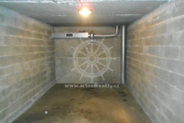 (236) Pronájem Garáže ul. Pod Nemocnicí, Bohunice, 16 m²