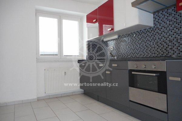 Pronájem  prostorného bytu 2+1 v OV, Brno-Slatina, ul. Vyškovská, UP 56 m²
