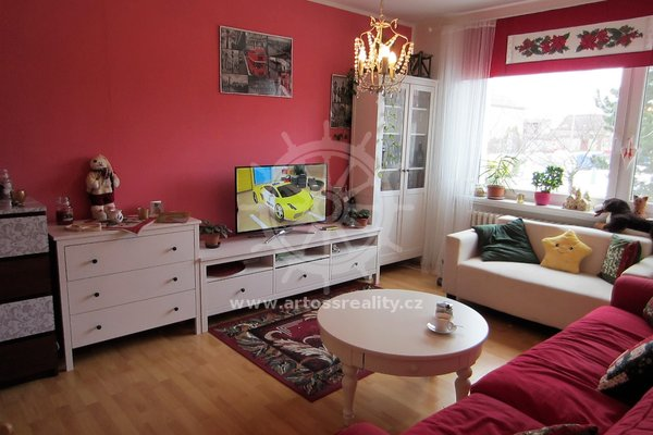 Prostorný cihlový byt 4+1 v osobním vlastnictví, 79 m2, parkovací stání,Hrušovany u Brna, Brno - venkov