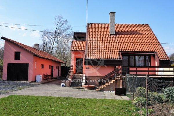 Samostatně stojící rodinný dům 4+1 se zahradou a bazénem, pozemek 1873 m2, Bernartice nad Odrou