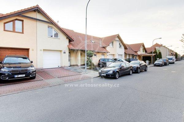 Prodej, Rodinného domu s garáží a zhrádkou,Brno - Slatina, CP 226 m2