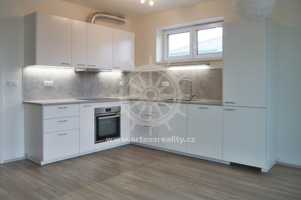 Pronájem bytu 3+kk s lodžií a garážovým stáním, Brněnská pole, Šlapanice, UP 90 m²