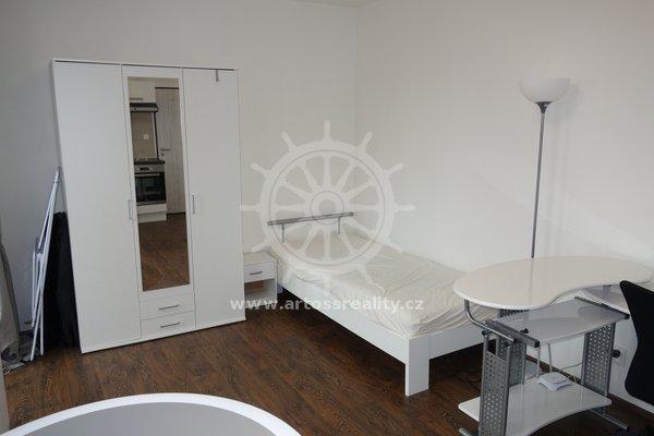 (605A) Pronájem, krásný vybavený byt 1+kk s terasou 8 m2, parkování v ceně, v centru Brna, ul. Bratislavská, UP 24 m2