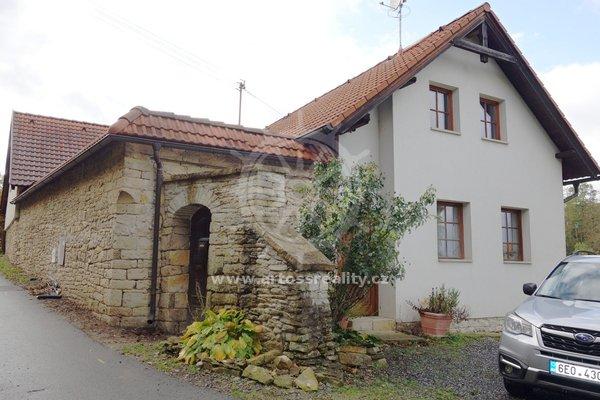 Prodej, Rodinný dům 4+kk, Dolní Újezd, UP 144 m² + dvůr + garáž + sklepy + zahrada s bazénem, CP 1603 m2