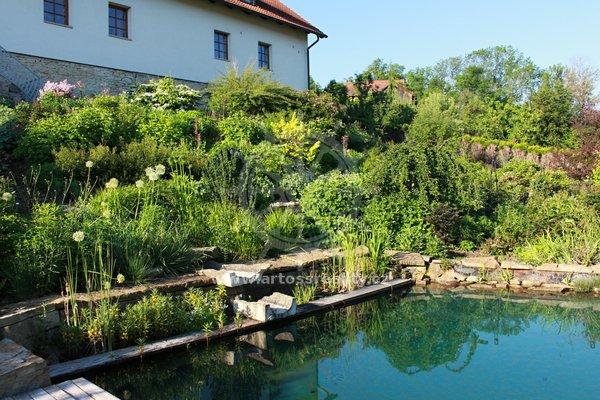 Prodej, Rodinný dům 4+kk, Dolní Újezd, UP 144 m² + dvůr + garáž + sklepy + zahrada s bazénem, CP 1666 m2