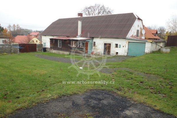 Prodej rodinného domu s velkou zahradou, garáží a dvěma břidlicovými stodolami, obec Jívová, okres Olomouc, CP 2024m2