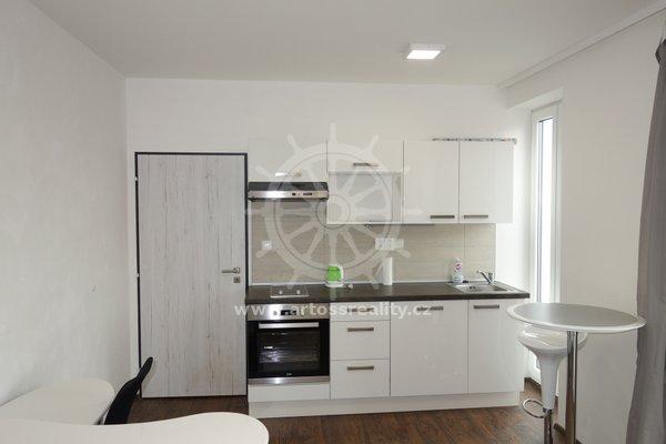 (606A) Pronájem, krásný vybavený byt 1+kk s terasou 8 m2, parkování v ceně, v centru Brna, ul. Bratislavská, UP 24 m2
