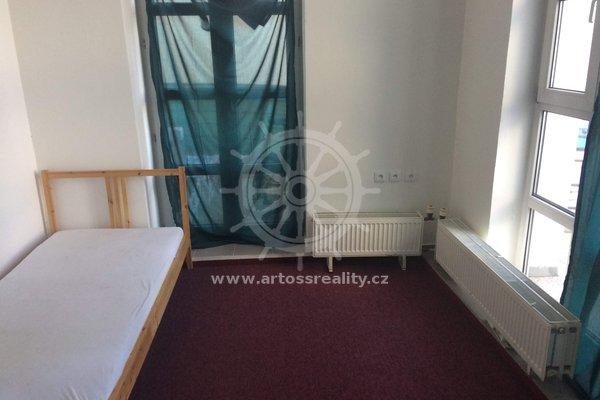 (P05-2) Pronájem částečně vybavený pokoj, 2x terasa, Brno - Královo pole, ul. Palackého třída, UP 18 m2