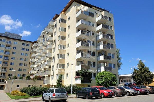 Prostorný a moderní cihlový byt 2+kk s balkonem a parkovacím stáním, Brno Lesná, osobní vlastnictví, UP 68 m2