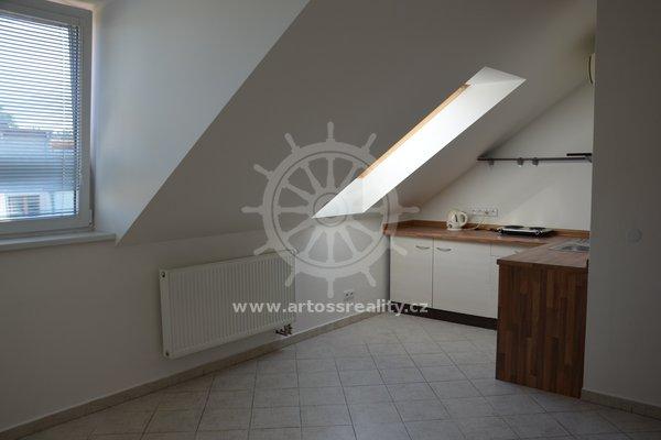 Pronájem bytu v rodinném domě 60 m² na ulici Rovná, Brno - Štýřice