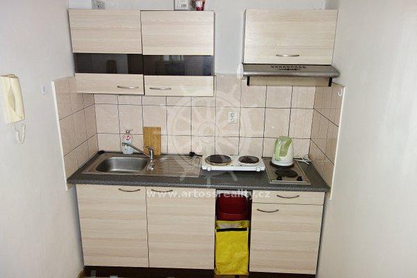 (ŠM02) Pronájem bytu 2+1 50 m2 se samostatnými pokoji s vlastní kuchyňkou - Brno - Židenice, ul. Šámalova