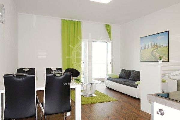 (601A) Pronájem, plně zařízený byt 2+kk se 2 terasami , parkovaní zdarma, Brno, ul. Bratislavská, UP 52 m2