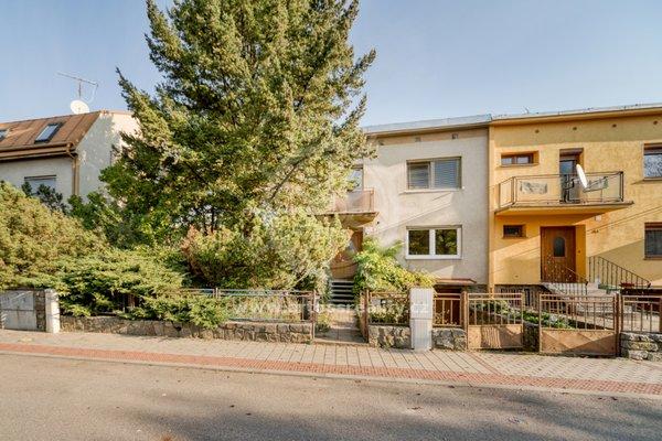 Prodej rodinného domu 5+1 se zahradou a garáží, ulice Langrova, Brno-Slatina, CP 557m2