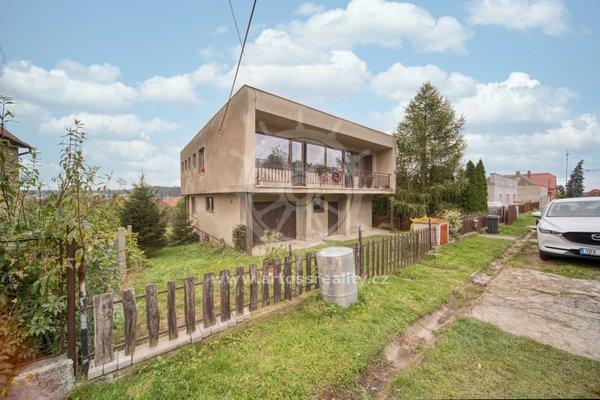 Prodej rodinného domu se zahradou a garáží, ulice Ot.Březiny, Náměšť nad Oslavou, CP 830m2