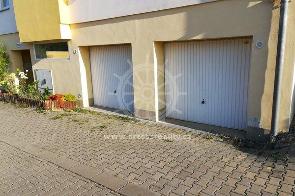Prodej garáže 17m² v OV - přízemí bytového domu, Šlapanice, ulice Švehlova 62a
