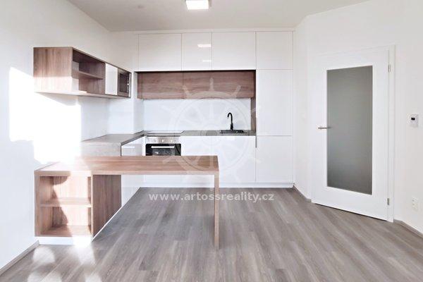 Pronájem bytu 2+kk s lodžií a garážovým stáním, Šlapanice, ul. Brněnská pole, UP 48,4 m² + lodžie 5,7 m²