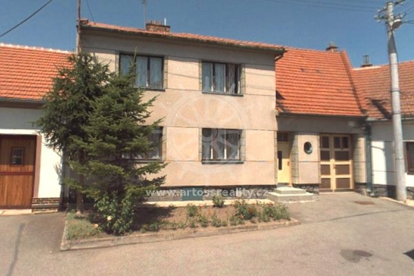Prodej rodinného domu 5+1 s velkou zahradou v obci Hrušky