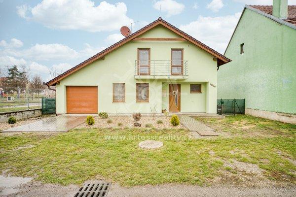 Prodej rodinného domu se zahradou a garáží, obec Miroslav, okres Znojmo, CP 831m2