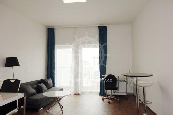 (604A) Pronájem, luxusně zařízený byt 2+kk se 2 terasami , parkovaní zdarma, v centru, Brno, ul. Bratislavská, UP 45 m2