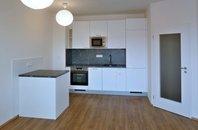 Pronájem bytu 2+kk s lodžií a garážovým stáním, Šlapanice, ul. Brněnská pole,  UP 45,5 m² + lodžie 4,9 m2