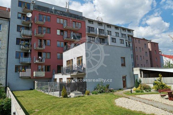 Pronájem byt 3+kk, UP 74m² - ulice Kovářská, Brno - Komárov, klimatizace, balkón, společná zahrada a dětské hřiště